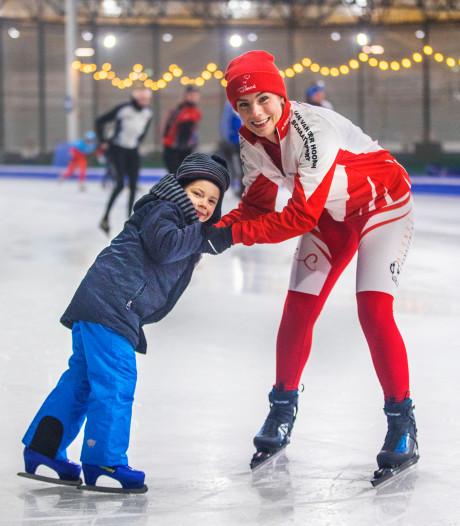 Ineke kan 't amper, maar schaatst 200 kilometer voor haar zieke zoontje Bob