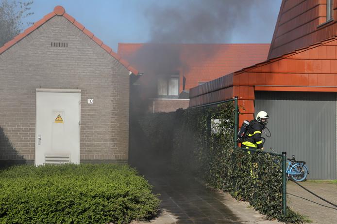 Transformatiehuisje in brand in Dongen