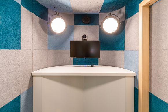 Het complex is geluiddicht en bevat voldoende verlichting.