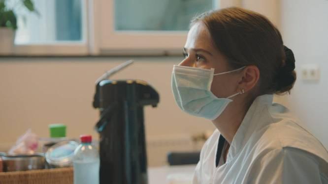 """Tussentijdse evaluatie voor Laura in 'Een Echte Job': """"Ik heb het mentaal echt zwaar onderschat"""""""