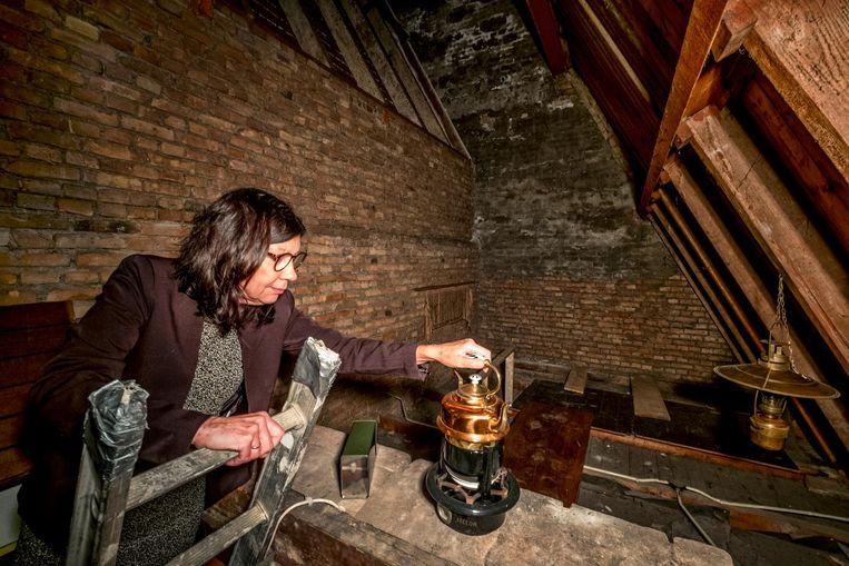 Theologe Anja Matser op de zolder van de Breepleinkerk in Rotterdam. Beeld null