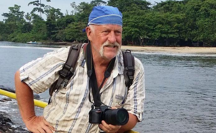Jan Oerlemans op een rivier in Kameroen.