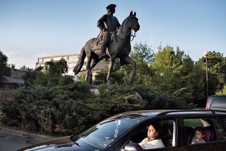 Het standbeeld van de landveroverende Russische tsaar Peter de Grote is in Riga uit het centrum verbannen naar een parkeerplaats in een buitenwijk. Beeld Yuri Kozyrev/ Noor