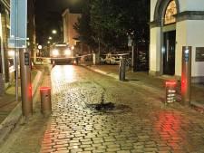 Auto botst tegen poller in binnenstad Dordrecht
