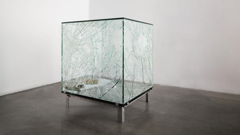 One Cubic Meter of Broken Silence, 2011 installatie 104 x 104 x 104 cm. Beeld Courtesy Annet Gelink Gallery / Foto Eddo Hartmann