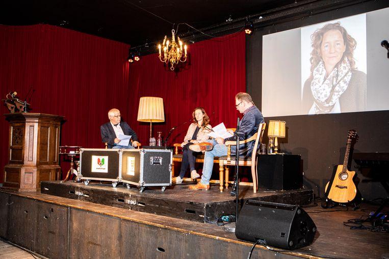 Een aflevering van Spraakvermaak met links presentator Dik van Beest, midden Esther Delissen en rechts medepresentator Henk van Ingen.  Beeld Hilde Harshagen