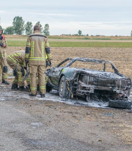 Brand verwoest auto in Sint-Annaland