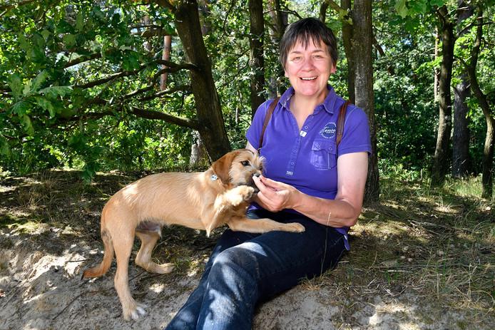 Marian van Gerven helpt om honden op het goede pad te krijgen.