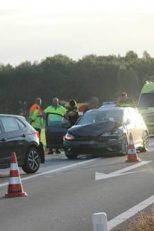 Meerdere voertuigen betrokken bij botsing op A1 bij Holten