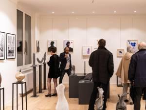 La No Name Gallery met des œuvres d'art sous le sapin
