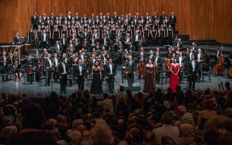 Placido Domingo (tweede van links, voorste rij) in concert in op het Salzburg Festival.