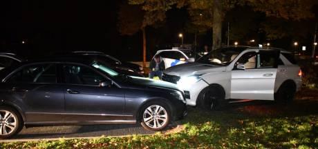 Meerdere auto's beschadigd bij botsing op rotonde Vroomshoop