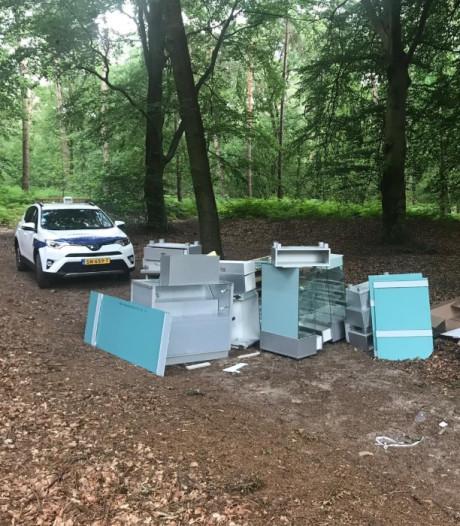 Meerdere tips over dumping juwelierskasten in bossen bij Ede