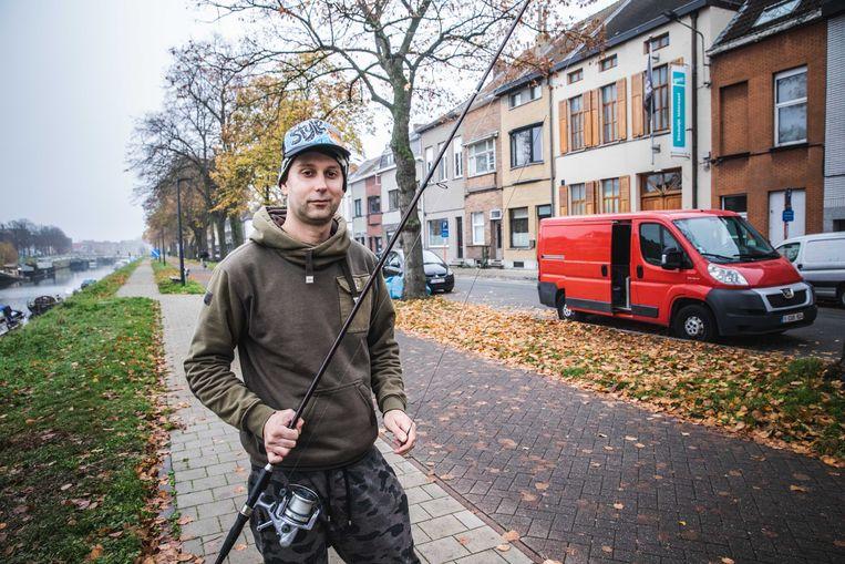 Dimitri Verschaeve bouwde zijn bestelwagen om  tot 'viswagen'