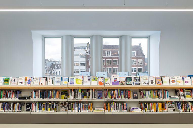 Het oude postkantoor aan de Neude is ruim genoeg voor 163 duizend boeken. Beeld null