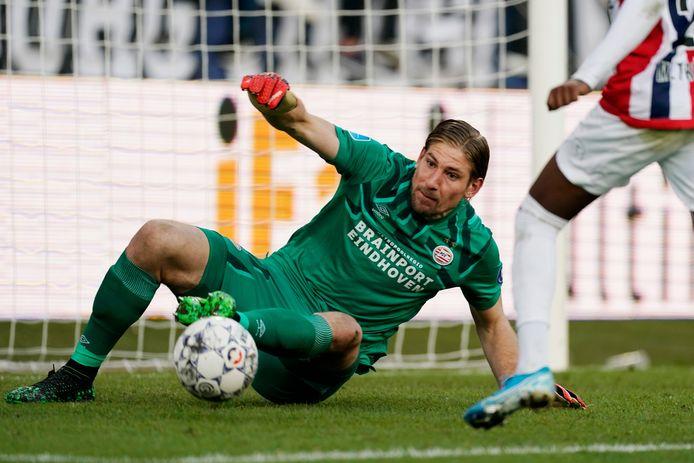 Lars Unnerstall kon weinig doen aan de twee tegentreffers van PSV.
