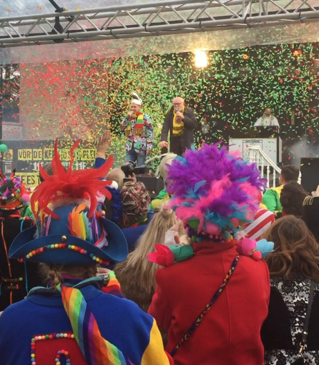 Dolle boel bij opening carnavalsseizoen in Overloon