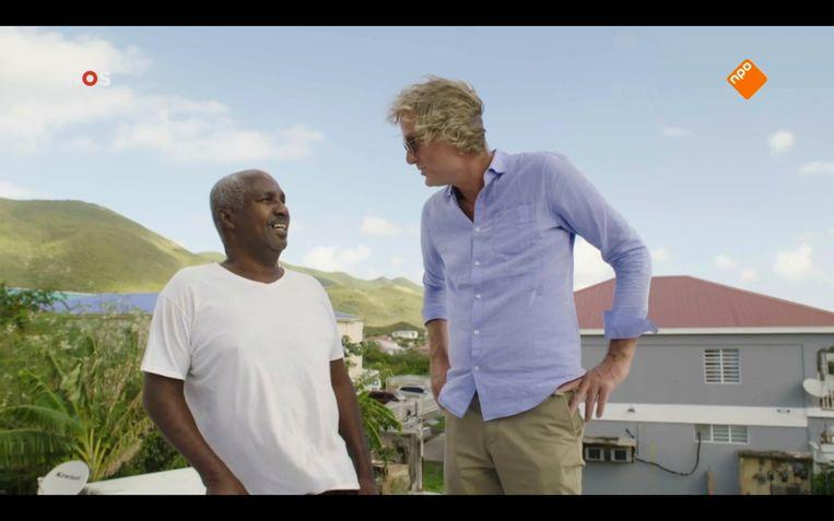 De zonnebril bleef op in 'Pauw op Sint-Maarten'. Beeld Still van tv