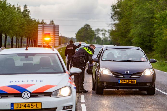 De politie hield vanochtend rond 7.30 uur een passantenonderzoek op de Vaassenseweg in Nijbroek, waar vorige week rond dat tijdstip een ontvoering plaatsvond.