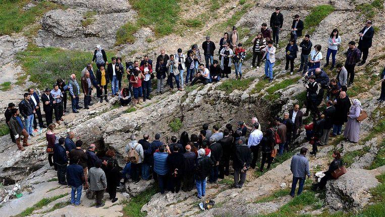 Armeniërs herdenken de genocide bij 'Dudan' (nabij de Turkse stad Diyarbakir). De plaats zou hebben gefunctioneerd als massagraf tijdens de Armeense genocide. Beeld afp