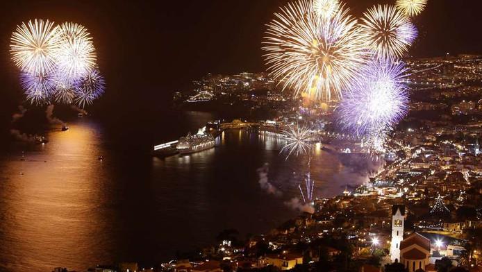 Vuurwerk boven vakantie-eiland Madeira.