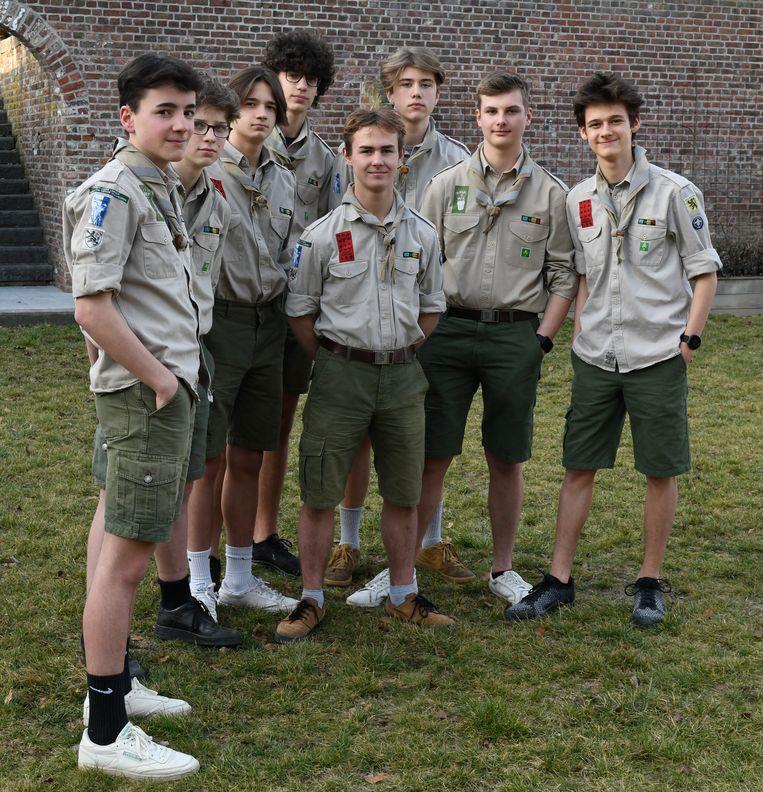 Louis Ledoux (links) en de verkenners van de Sint-Joris Scouts uit Landen menen dat ze de neergestorte parachutiste hebben gered.