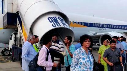 Vliegtuig van Air India sloopt muur bij het opstijgen en maakt gedwongen noodlanding