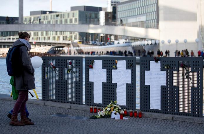 Kruizen ter nagedachtenis aan de mensen die stierven bij de Muur.