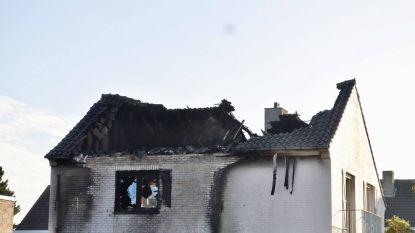 Verwoestende brand in woning aangestoken: speurders vinden ontvlambaar product in de tuin