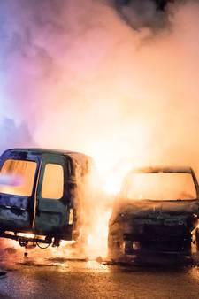 Auto's uitgebrand na brandstichting bij garage in Soest