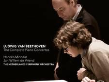 Pianist Hannes Minnaar gaat meteen in de touwen