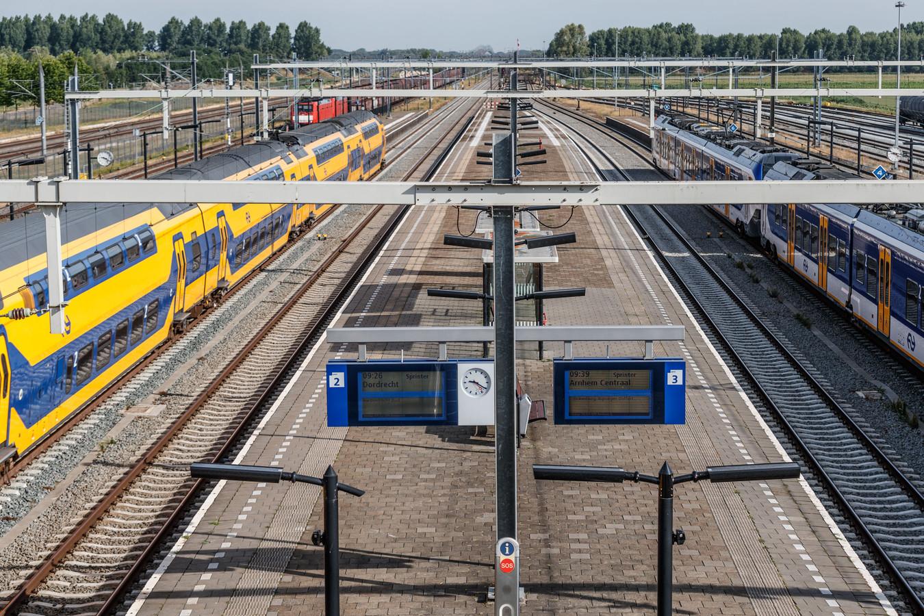 Zevenbergschen Hoek - 18-7-2018 - Foto: Marcel Otterspeer / Pix4Profs - Station Lage Zwaluwe