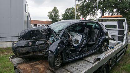 Schooldirecteur zwaargewond na klap met auto tegen boom