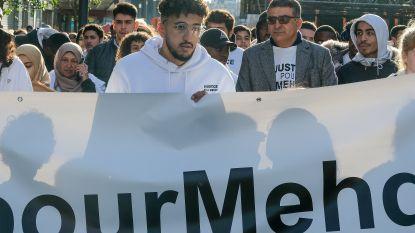 700 deelnemers tijdens witte mars voor Mehdi die aangereden werd door een politievoertuig