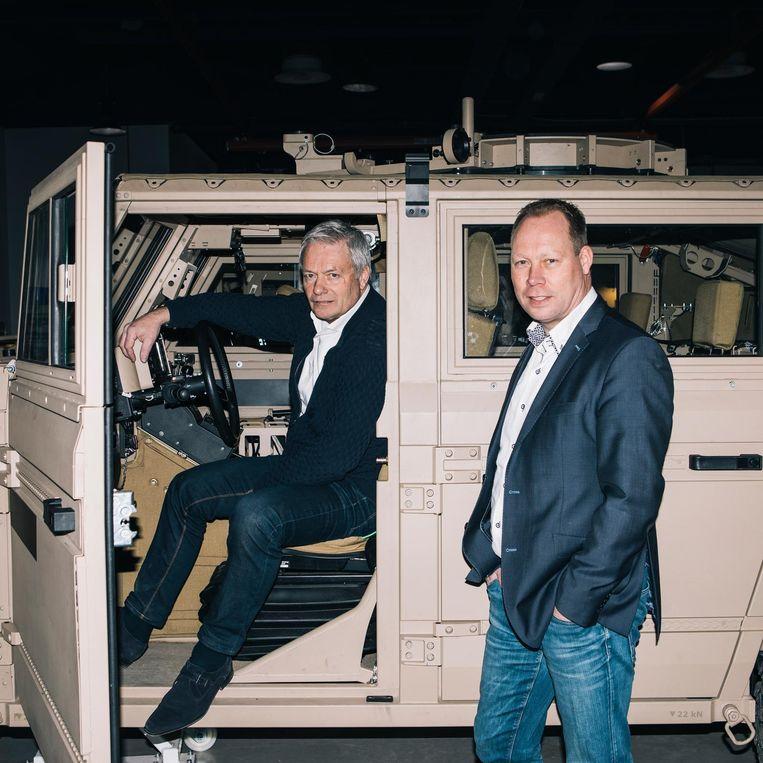 Gerard Rond (links) en Henk van der Scheer bij defensievoertuig Vector. Van der Scheer is ceo van Defenture, Rond ontfermt zich over de marketing en de testritten. Beeld Marcel Wogram / de Volkskrant