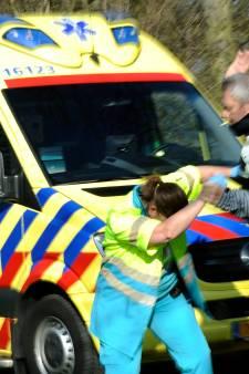Man bedreigt ambulancepersoneel tijdens reanimatie