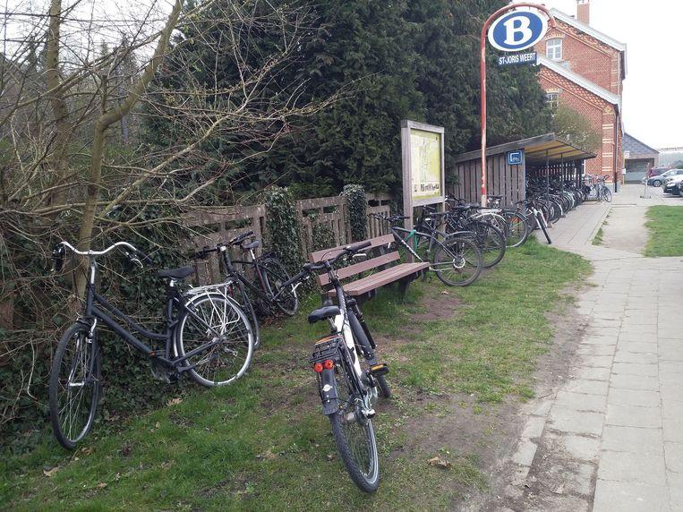 Fietsenstalling aan station Sint-Joris-Weert