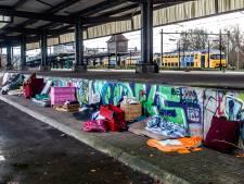 Gemist? Overlast door daklozen bij station Deventer, Apeldoorns gezin moet opnieuw eigen huis uit