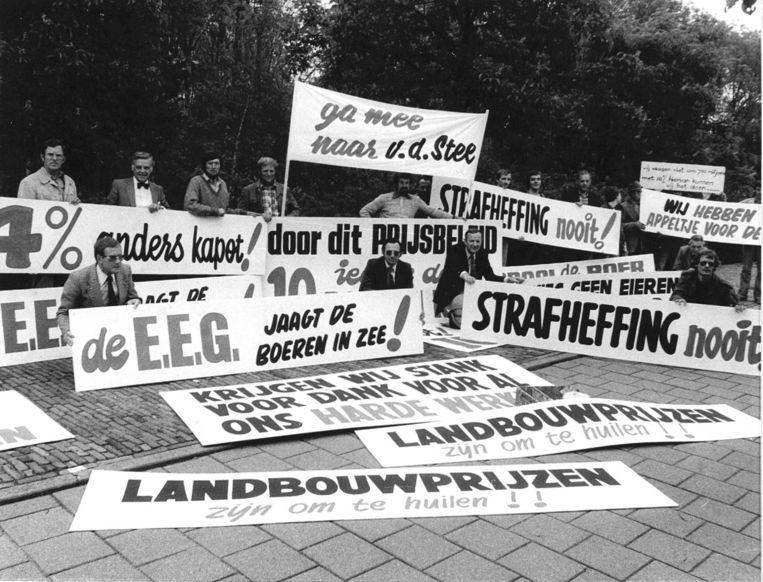 Protesten van boeren omtrent de EEG-landbouwprijzen in 1979. Beeld anp