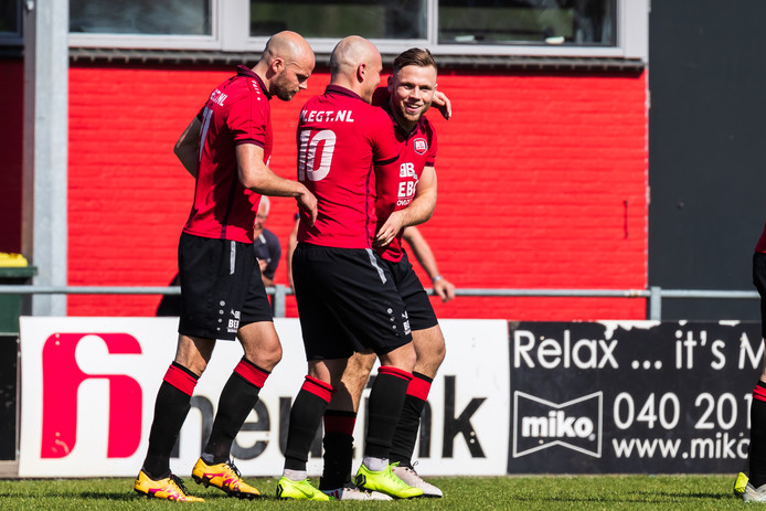 Stan Nijhuis was belangrijk met twee goals.