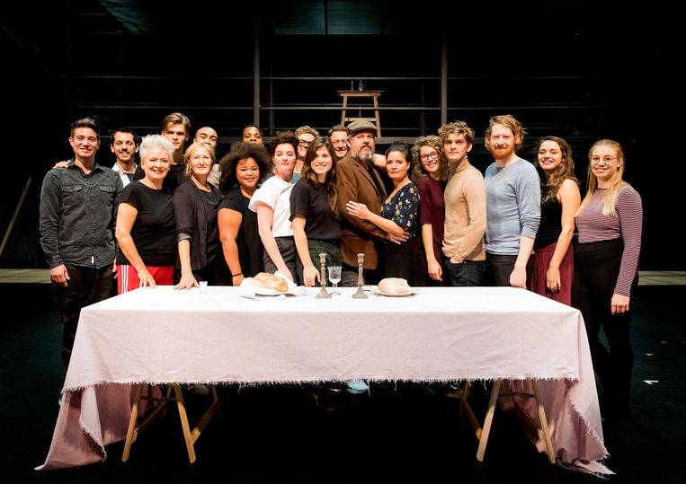 De cast van Fiddler on the roof. Sommige theatercollega's boycotten de musical vanwege Weissman. Beeld anp