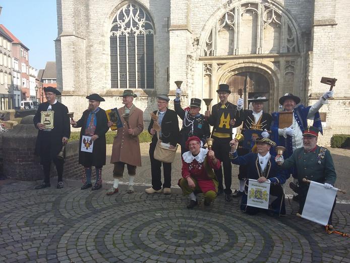 Alle deelnemers voor de basiliek in Hulst