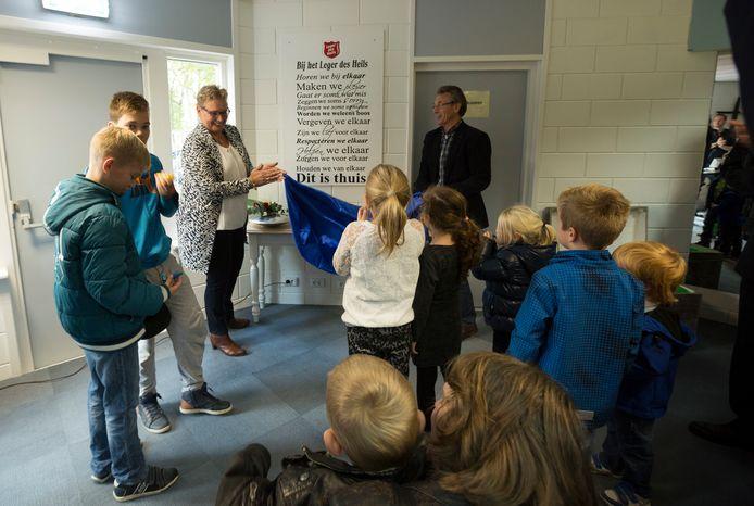 Wethouder Liesbeth Vos opende in 2016 ontmoetingscentrum De Klinker in voormalig jongerencentrum Slash aan de Stationsweg in Wezep.