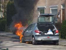 Auto in lichterlaaie na kortsluiting in Nijmegen