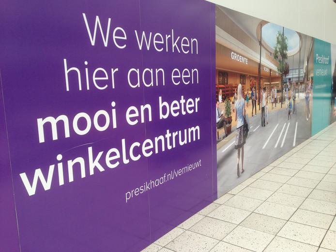 Wereldhave kondigt in het winkelcentrum aan dat alles 'mooier en beter' wordt.
