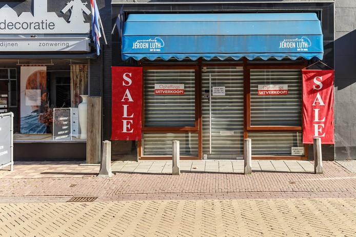 Juwelier Luth houdt opheffingsuitverkoop en sluit de winkel net voor kerst.