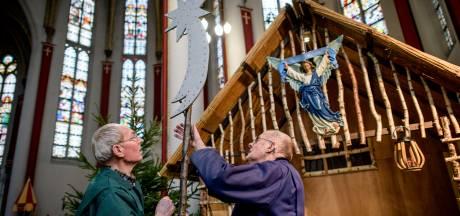 Onderhoudsploeg Almelose Georgiusbasiliek maakt einde aan 'levende' kerststal