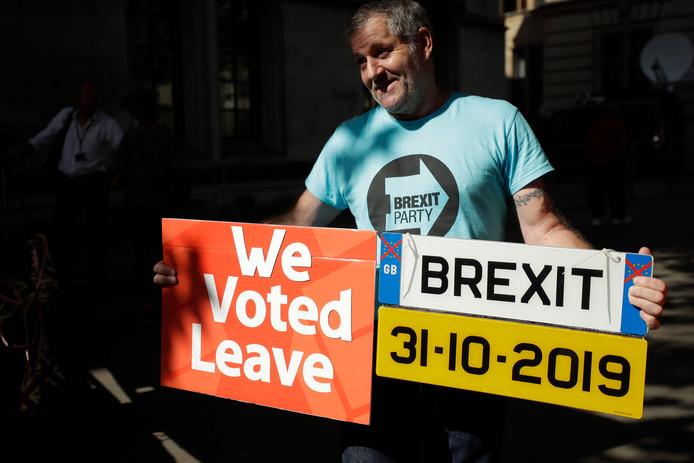 Een pro-brexitdemonstrant in de straten van Londen.