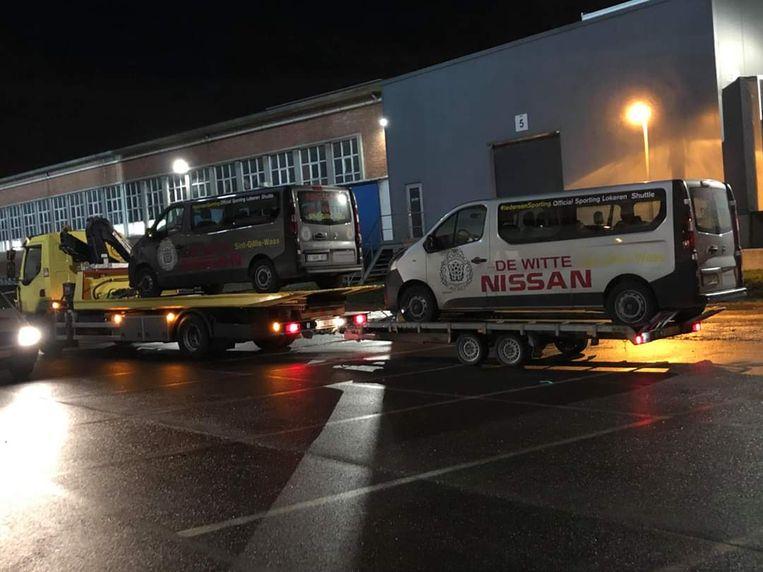 De leasewagens werden gisteren weggetakeld tijdens de beloftenmatch