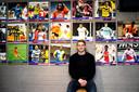 Matthijs tussen de oud-spelers van FC Abcoude die het allemaal schopten tot profvoetballer.